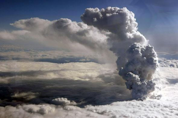 article volcan - Le nuage de cendres menace de nouveau le trafic aérien en Europe