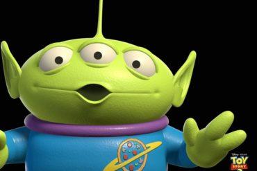 squeeze aliens toy 370x247 - Debian passe la troisième...