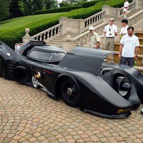 BatMobile 293x293 - Il crée sa propre Batmobile