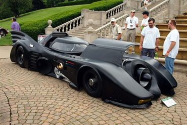 BatMobile 370x247 - Il crée sa propre Batmobile