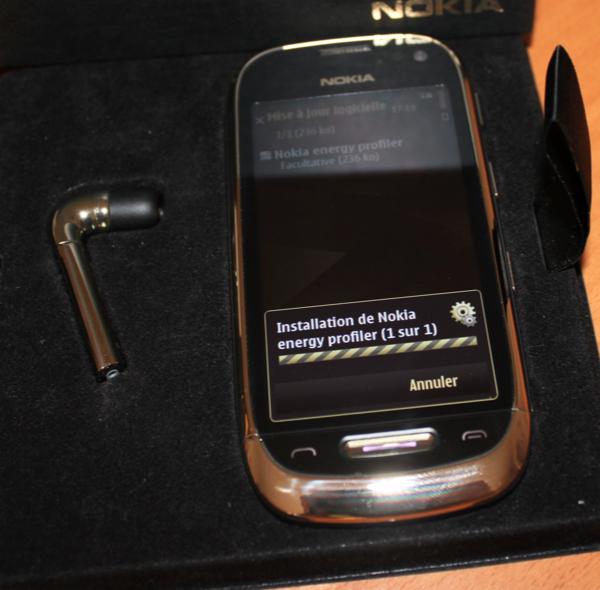 ouverture boite - Nokia Oro, un mobile bling-bling
