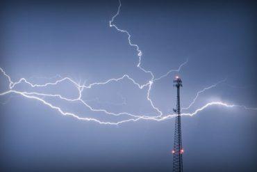 antenne orage eclair 370x247 - Baisse des tarifs mobiles à l'étranger