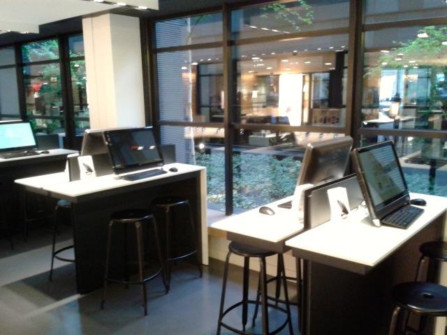 Internet self service - Visite du Free Center de Paris