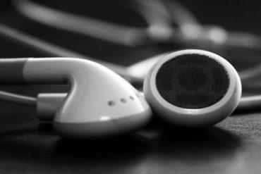 ipod ecouteur 370x247 - Un iPod dans votre navigateur