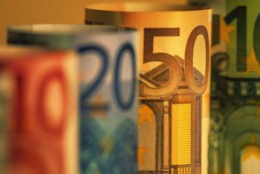 argent monnaie euros 370x247 - Hadopi, c'est fini...