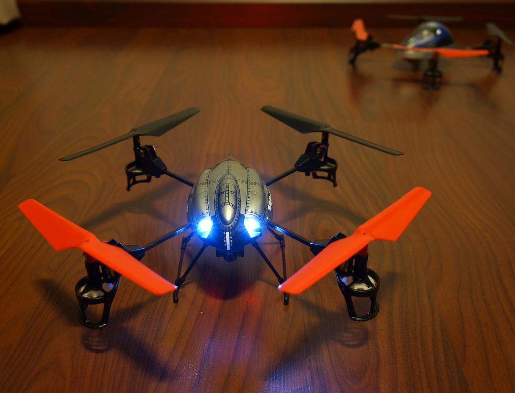 8345278773 01fe17e454 b - Drône WLToys v959, un jouet extraordinaire !