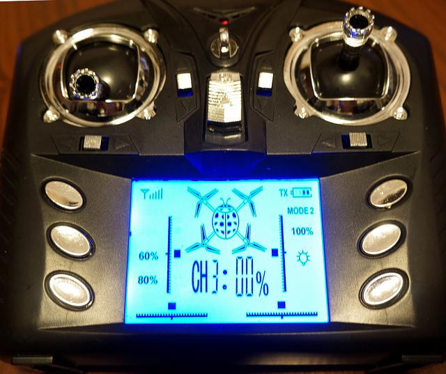 8346332852 4b758fb2bc z - Drône WLToys v959, un jouet extraordinaire !