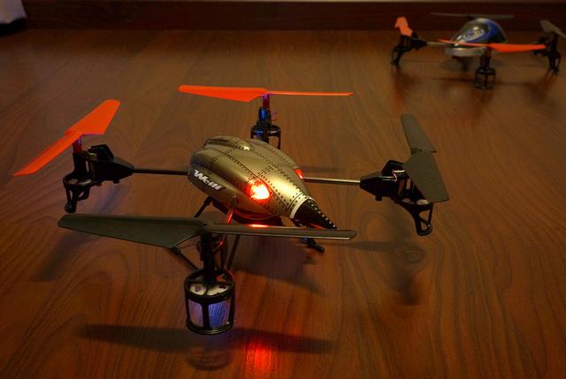 8346333914 3780c609e9 z - Drône WLToys v959, un jouet extraordinaire !