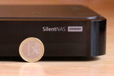 QNAP HS 210 SilentNAS 370x247 - Test du QNAP HS-210