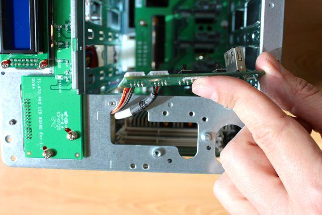 acces memoire avant QNAP TS 470 - Test NAS - QNAP TS-470 Pro, époustouflant !