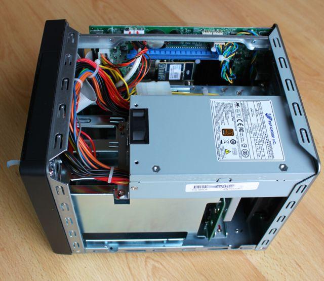 interieur qnap ts 470 pro - Test NAS - QNAP TS-470 Pro, époustouflant !