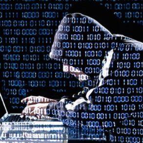 hacker 293x293 - 10 conseils sécurité pour votre NAS