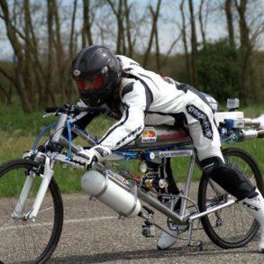 velo fusee 293x293 - Il dépasse les 300 km/h sur un vélo !