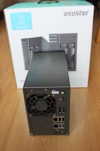 AS5102T back 200x300 - Test NAS - ASUSTOR AS5102T, la nouvelle bombe !