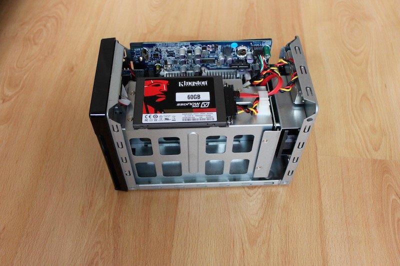 W2000 inside - Test NAS - Thecus W2000