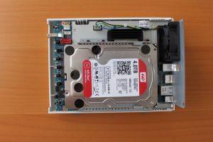 installation disque 1 TS 251c 300x200 - Test QNAP TS-251C : un NAS 2 baies pas cher avec HDMI