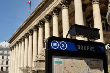 palais brongniart bourse de paris 370x247 - Interview Synology France