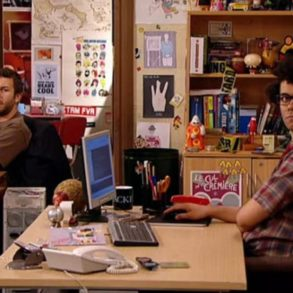 1280x720 theit 293x293 - The IT Crowd, de l'humour Anglais et des tech informatique