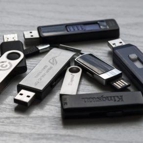 memory stick 1267620 1920 293x293 - Easy2Boot: Créez votre clé USB multi ISO