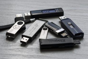 memory stick 1267620 1920 370x247 - Easy2Boot: Créez votre clé USB multi ISO