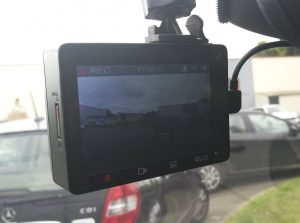 Xiaomi Yi Car briseallume 300x223 - Test de la caméra Yi Dashcam