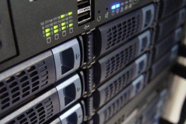 technology servers server 159282 370x247 - Ajouter son NAS comme lecteur réseau sur Windows