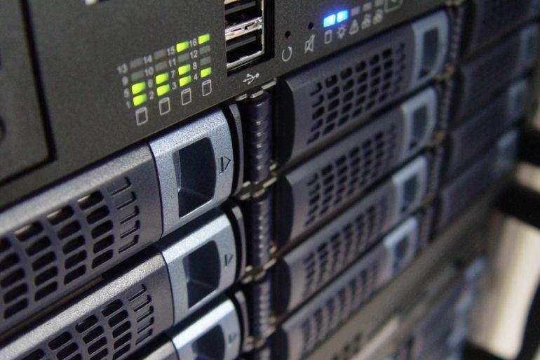 technology servers server 159282 770x513 - Ajouter son NAS comme lecteur réseau sur Windows