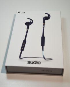 Sudio Tre boite avant 243x300 - Écouteurs Sudio Tre : du son et un design