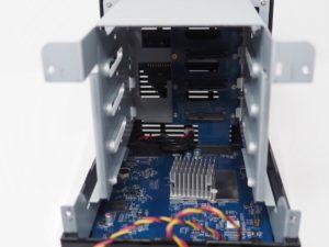 DS418J interieur 300x225 - NAS - Test du Synology DS418j : l'entrée de gamme performant