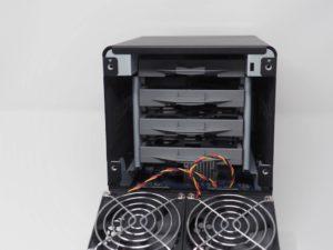 DS418j ouverture arriere 300x225 - NAS - Test du Synology DS418j : l'entrée de gamme performant