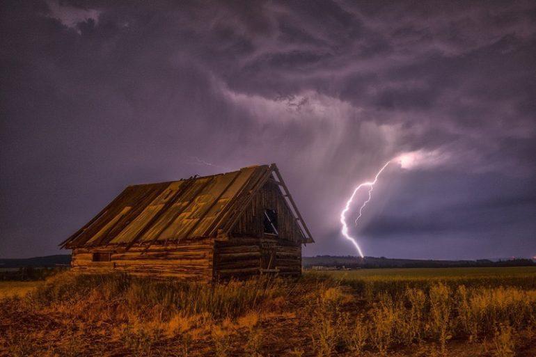 orage 770x513 - Onduleur - Préserver vos données et matériels