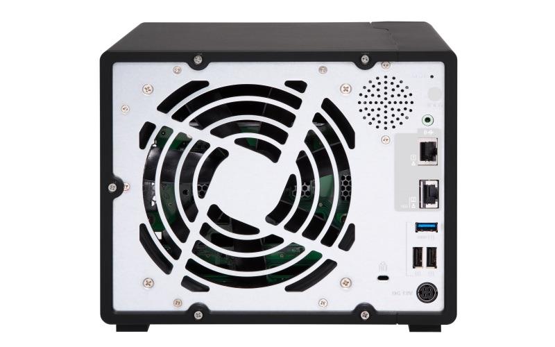 QNAP TS 963X Back - QNAP lance 2 NAS 9 baies TS-963X et TS-932X avec du 10Gbits/s