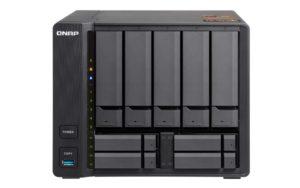 QNAP TS 963X Front 300x188 - QNAP lance 2 NAS 9 baies TS-963X et TS-932X avec du 10Gbits/s