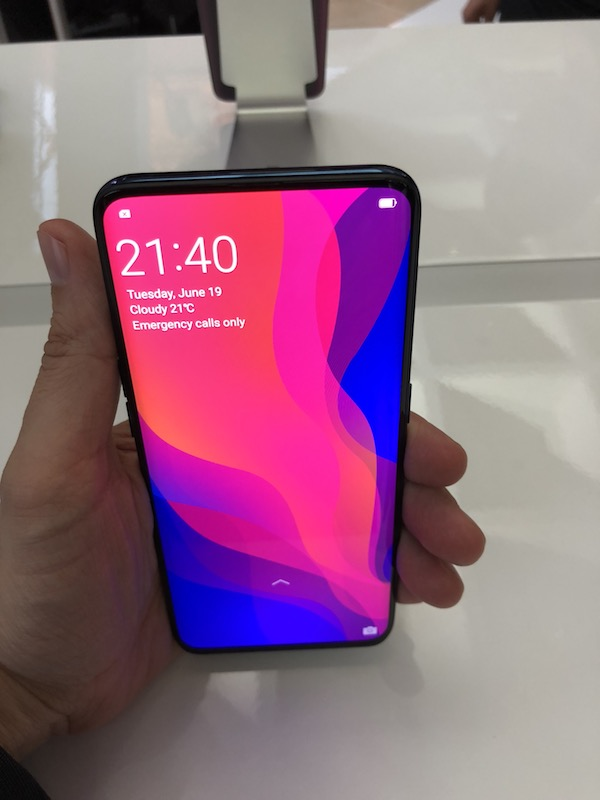 prise main oppo find x - Oppo Find X, la nouvelle référence Android...