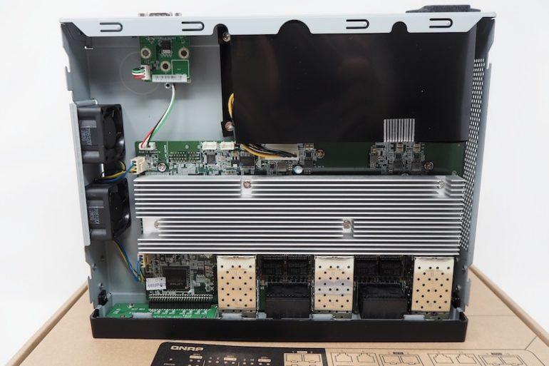 QSW 1208 8C 770x513 - Test du switch QNAP : QSW-1208-8C (10 Gbit/s)
