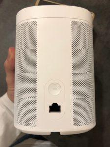 sonos gen2 arriere 225x300 - Test de l'enceinte Sonos One (Gen 2)