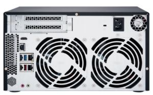 arriere qnap TVS 872N 300x187 - QNAP lance 2 nouveaux NAS : TVS-672N et TVS-872N