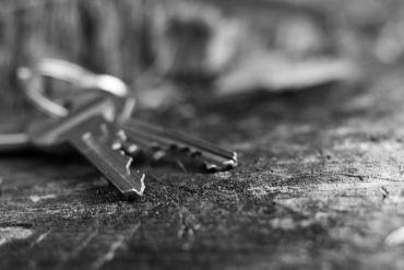 clés posées au sol