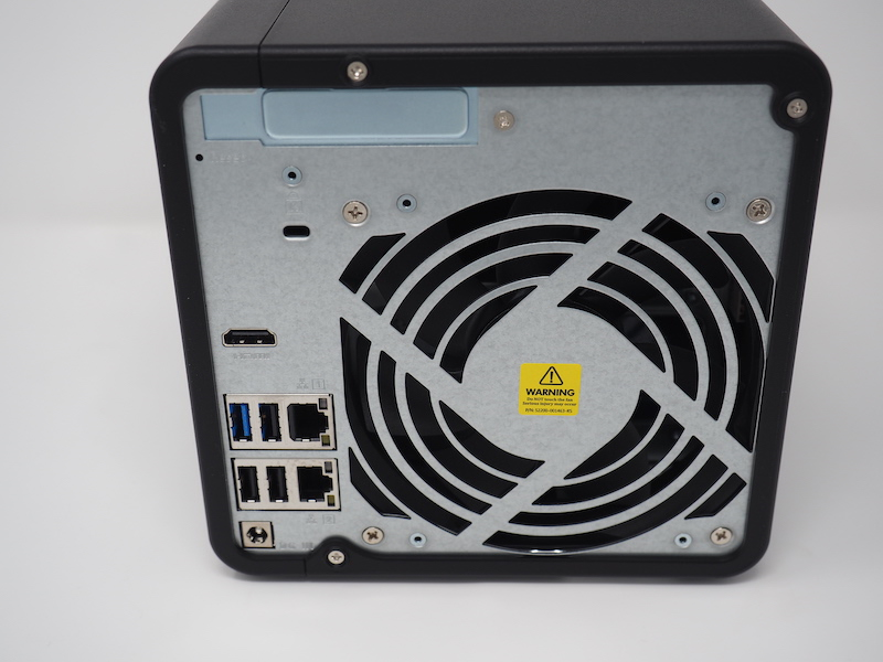 QNAP TS 453D arriere - Comment bien choisir un NAS ? Baie, disque, processeur, connectique