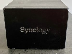 Synology DS918 nettoyer NAS  300x225 - NAS - Nettoyer son boitier Synology