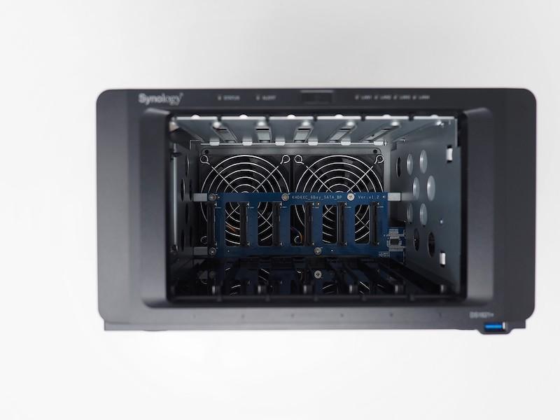 Synology DS1621 interieur - Comment bien choisir un NAS ? Baie, disque, processeur, connectique