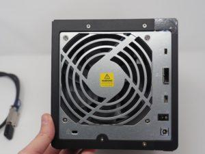 QNAP TL D400S arriere 300x225 - Test du QNAP TL-D400S (extension de stockage haute performance)