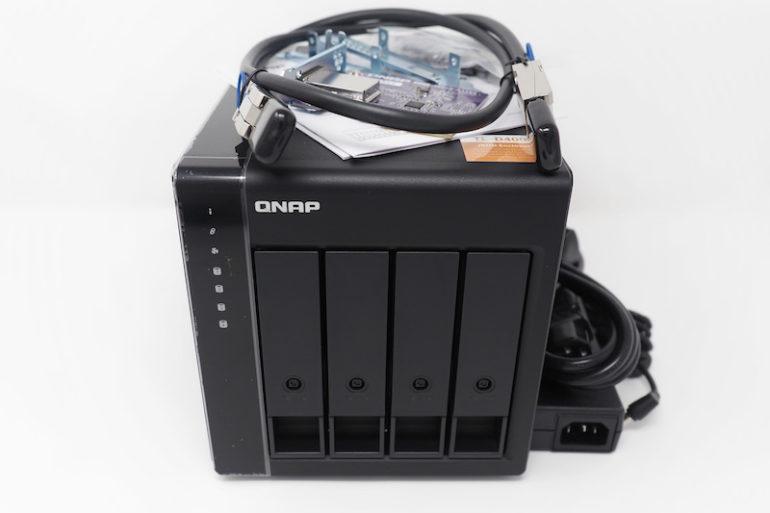 test QNAP TL D400S 770x513 - Test du QNAP TL-D400S (extension de stockage haute performance)