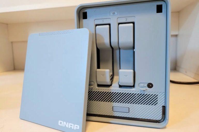 QNAP QMiroPlus 201W 2021 770x513 - QNAP QMiroPlus-201W : Routeur Mesh et NAS