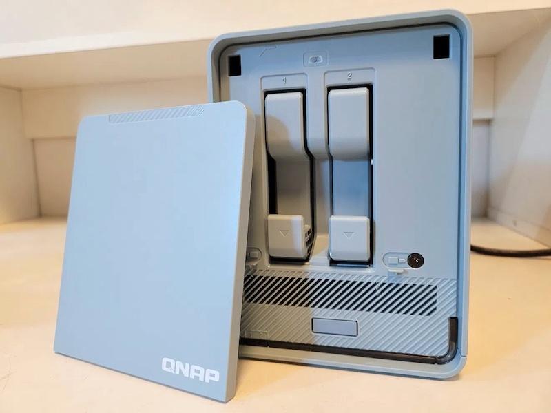 QNAP QMiroPlus 201W 2021 - QNAP QMiroPlus-201W : Routeur Mesh et NAS