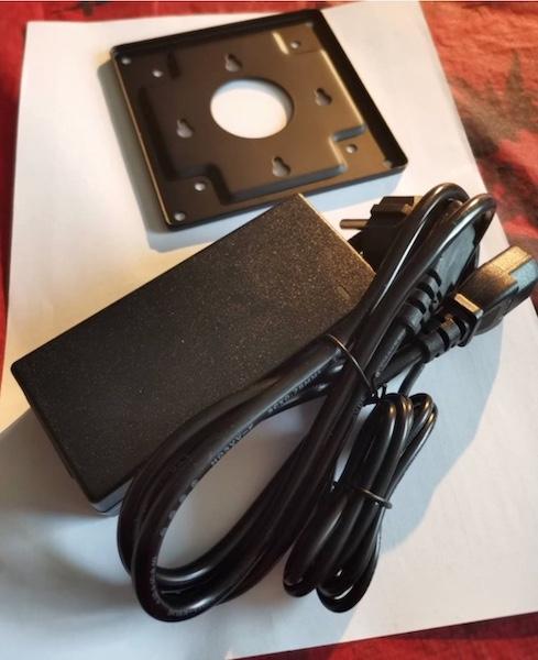 minipc cables electrique - Mini PC industriel : Un serveur polyvalent à petit prix ?